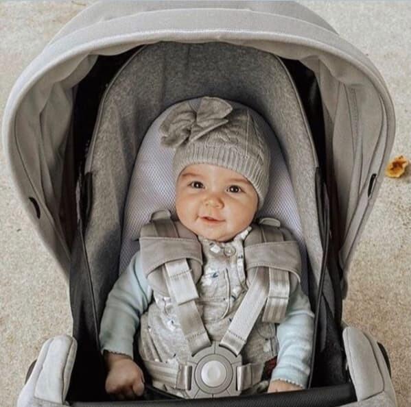 bebe em ninho de bebe